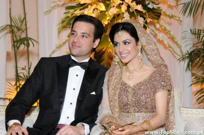 Shining-Stars-Walima-Dresses-For-Groom-Brides-5