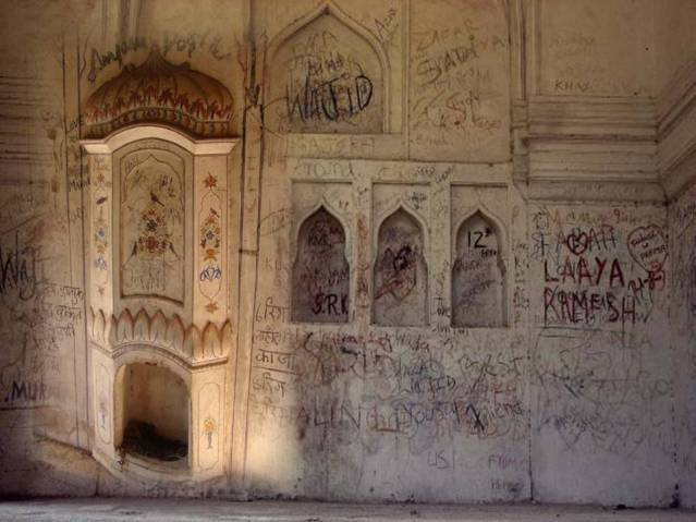 Graffiti-on-Historical-Monuments.jpg